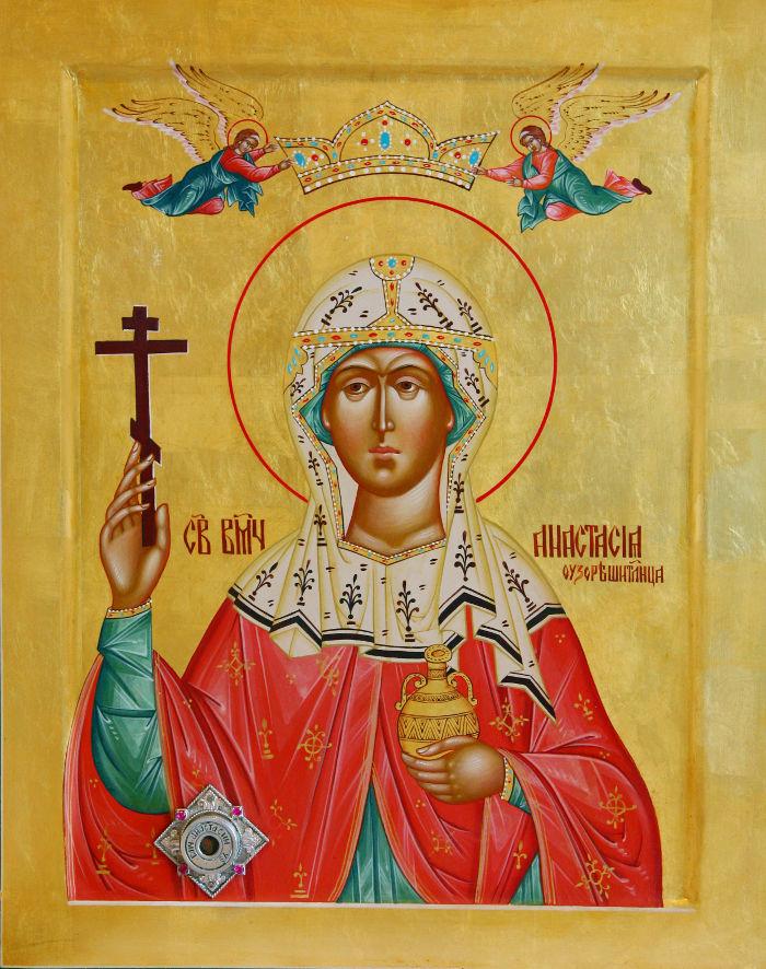 Икона с мощами святой великомученицы Анастасии Узорешительницы